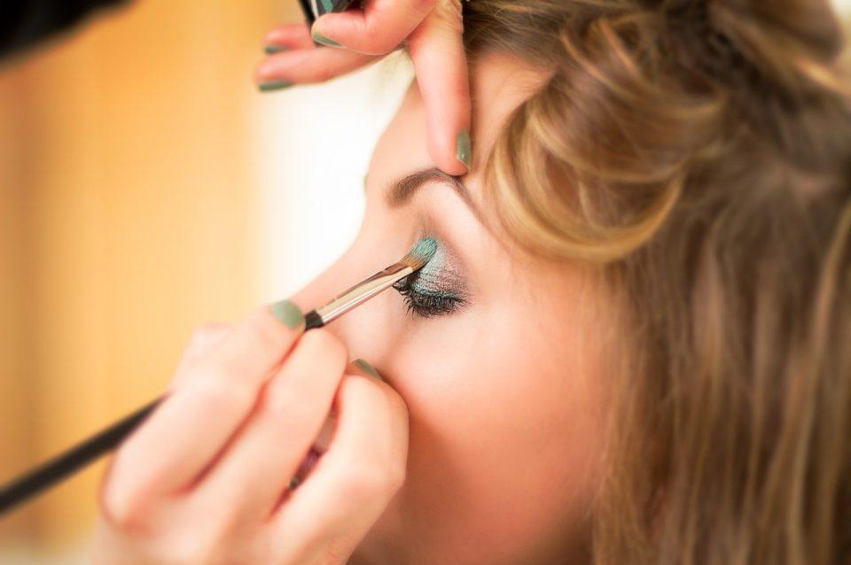 cosmetics, makeup, woman-4645407.jpg